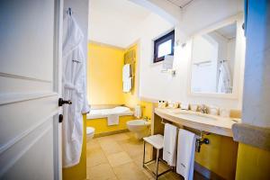 Ein Badezimmer in der Unterkunft Borgobianco Resort & Spa – MGallery Hotel Collection