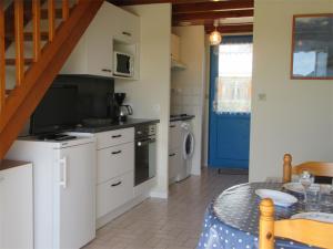 A kitchen or kitchenette at Pecheurs 3 Saint Philibert