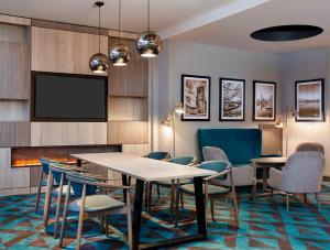 The lounge or bar area at Jurys Inn Southampton