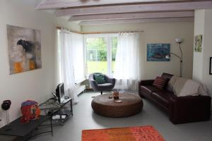 Ein Sitzbereich in der Unterkunft Haus Carina