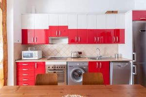 Una cocina o zona de cocina en Cozy Sunny in Madrid Center
