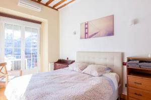 Cama o camas de una habitación en Cozy Sunny in Madrid Center