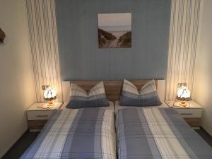 A bed or beds in a room at Pension Haus Wanninger