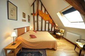 A bed or beds in a room at Grange du Plessis