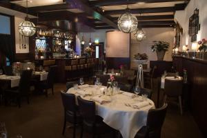 Een restaurant of ander eetgelegenheid bij Het Wapen van Noordwijkerhout