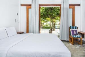 A bed or beds in a room at Long Set Resort
