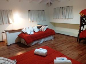 Una cama o camas en una habitación de Hostería Los Gnomos