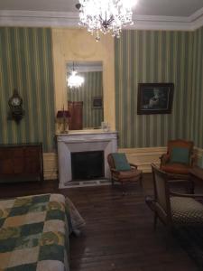 Coin salon dans l'établissement Le Manoir de La Gravière