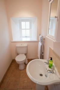 A bathroom at Lady Macbeths Rest