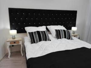 Łóżko lub łóżka w pokoju w obiekcie VaBank Apartamenty w centrum