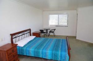 A bed or beds in a room at Crezzo, 27 Skyline Crescent