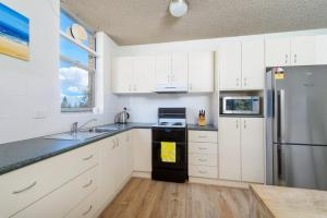 A kitchen or kitchenette at Headlands 8 1 Clarence Street