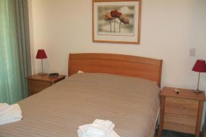 A bed or beds in a room at Harbourwatch 11 18 Burrawan Street