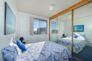 A bed or beds in a room at Portview 8, 8/2 Waugh Street