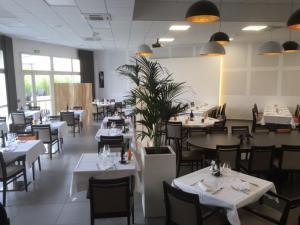 Restaurant ou autre lieu de restauration dans l'établissement Hôtel de La Poste