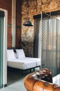 A bed or beds in a room at Barcelona Apartment Republica