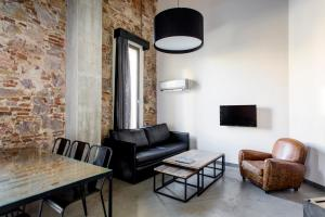 A seating area at Barcelona Apartment Republica