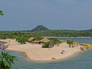 Uma praia perto do albergue