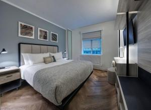 A bed or beds in a room at Citadines Connect Fifth Avenue New York