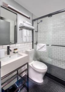 A bathroom at Citadines Connect Fifth Avenue New York