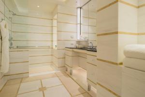 A bathroom at Waldorf Astoria Beverly Hills