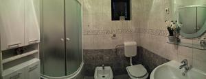Kúpeľňa v ubytovaní Apartmani Anda