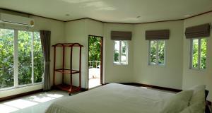 เตียงในห้องที่ กมลาร์ พาเลส