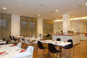 Ein Restaurant oder anderes Speiselokal in der Unterkunft Hotel Michelino Bologna Fiera