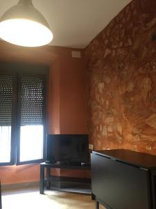 Una televisión o centro de entretenimiento en 3 de Damas