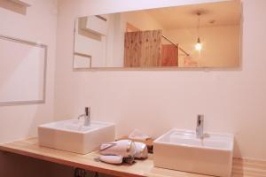 A bathroom at Scalene Hostel