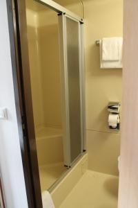 A bathroom at Hotel Goldene Krone Innsbruck
