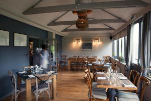 A restaurant or other place to eat at White Horse Graffham