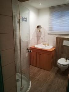Ein Badezimmer in der Unterkunft Lindlhof Fam. Taferner