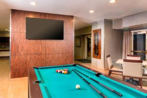 A pool table at Ayres Suites Yorba Linda/Anaheim Hills