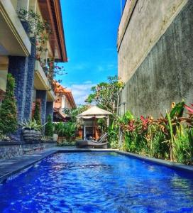 The swimming pool at or close to Agus Tri Homestay