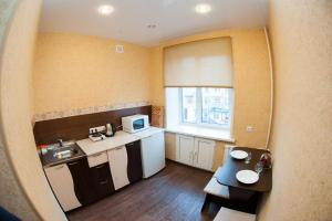 Кухня или мини-кухня в Apartment on Lenina 49