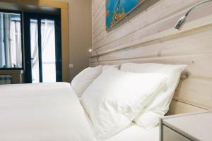 Кровать или кровати в номере Бутик Времена года