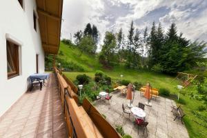 Ein Balkon oder eine Terrasse in der Unterkunft Gästehaus Lanthaler