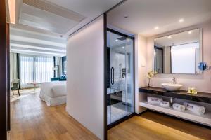 A bathroom at Barceló Imagine