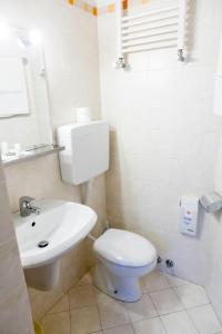 A bathroom at Fujiyama B & B