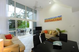 A seating area at Seabreeze Penthouse