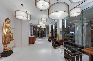 The lobby or reception area at Wyndham Garden Chinatown