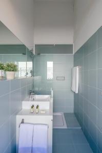 A bathroom at Casa das Laranjas