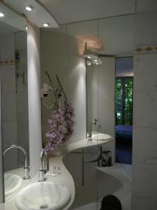 A bathroom at Pallazzo Alfonso
