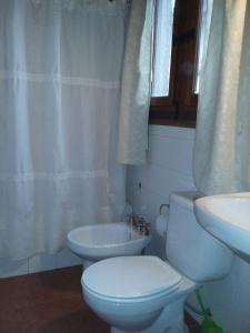 A bathroom at Casa de Vacaciones El Tata