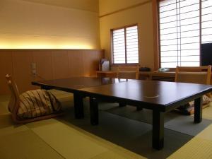 月の栖 熱海聚楽ホテルの敷地内または近くにある卓球施設