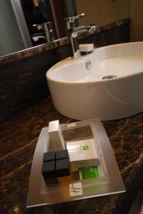 A bathroom at Holiday Inn Ankara-Kavaklidere
