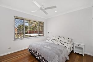 A bed or beds in a room at 143 Matthew Flinders Drive, Port Macquarie