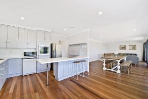 A kitchen or kitchenette at 143 Matthew Flinders Drive, Port Macquarie