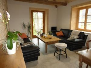 Ein Sitzbereich in der Unterkunft Chambres d'hôtes Béred Vuillemin